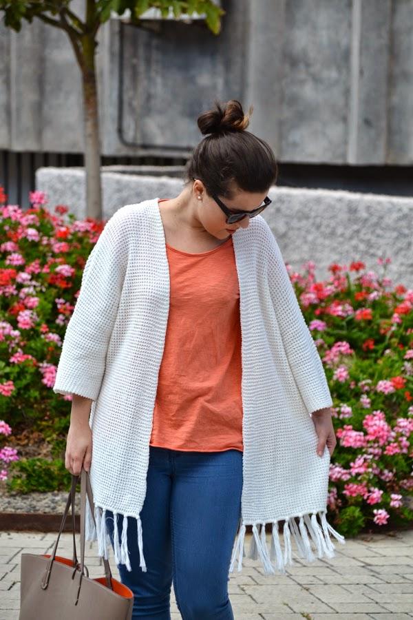look_outfit_kimono_flecos_sandalias_plateadas_lolalolailo_02