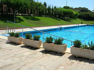 El informal segorbino castellnovo abre la piscina a pesar for Piscina municipal castellon