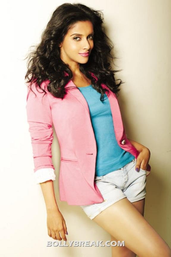 Asin in cream shorts and pink blazer - (2) - Asin Latest Hot photo shoot