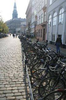 bicicletas estacionadas, Copenhague, Dinamarca