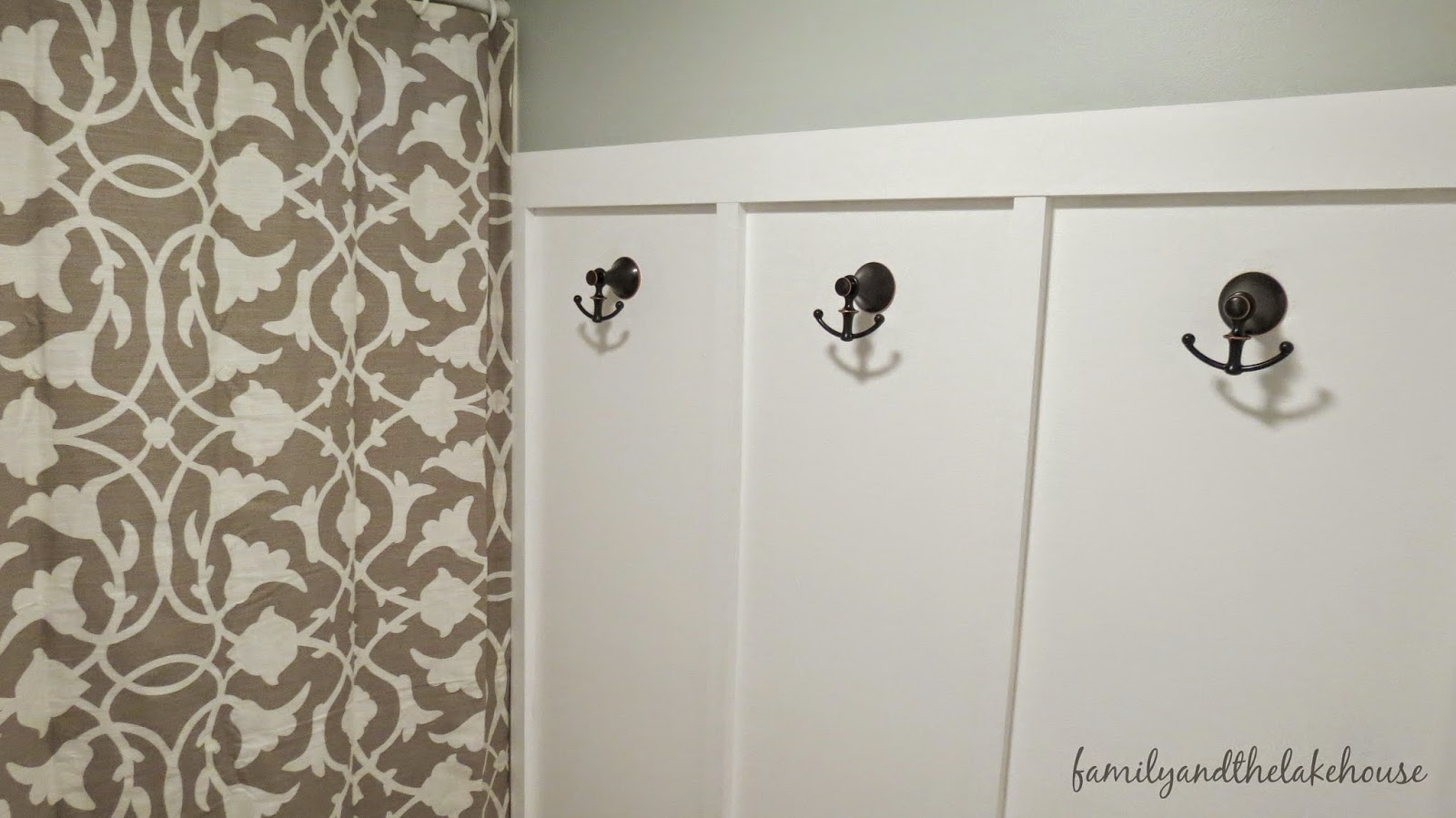 Family and the Lake House - Guest Bathroom