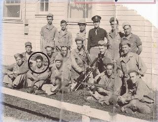 Félix García (en el círculo) en la Escuela de Artilleros – Segunda Guerra Mundial