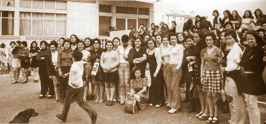 http://3.bp.blogspot.com/-gvfCZCIwYtw/UnVOGk5VpqI/AAAAAAAABFM/CmyjwsxARC4/s1600/Greve+das+oper%C3%A1rias+de+camisas+Olivais+Janeiro+1975.jpg
