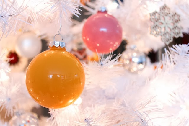 Make your own hand-painted Christmas globe ornaments of any color