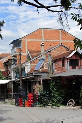 Macedonië, rommelige huizen in Struga