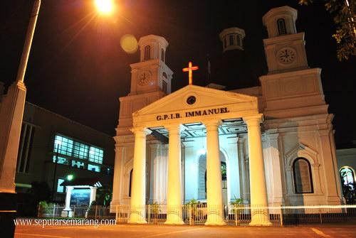 Foto Gereja Blenduk Malam Hari