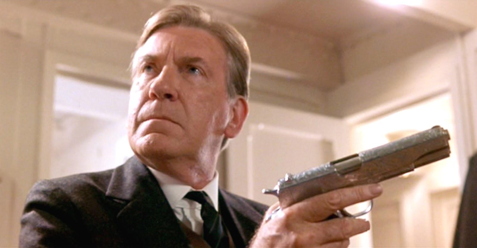 billy zane titanic gun - photo #27