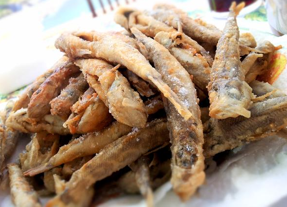 Aglio olio e peperoncino fritto di paranza fried for What to eat with fried fish