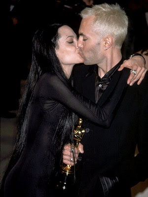 Angelina Jolie Kissing Photos