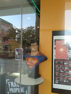 Imagen de Superman en tienda FNAC de Madrid. Imagen propia del autor