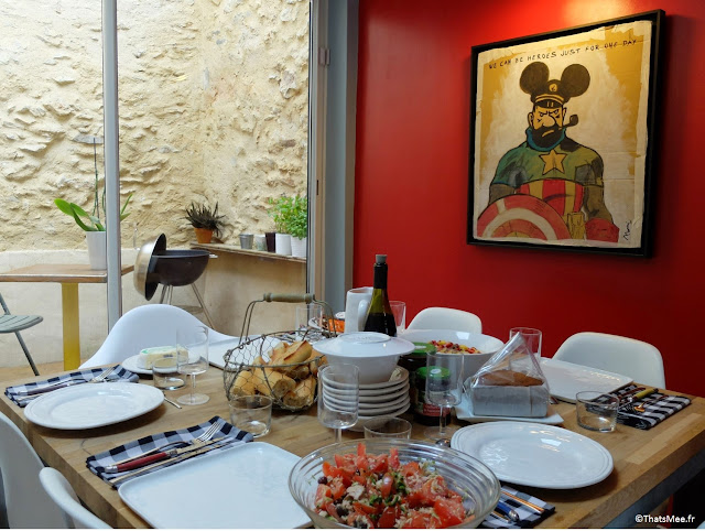 table cuisine carrée sur-mesure bois et métal, tableau ridicool détournement capitaine Haddock + Mickey + Captain America Tintin Bruno Morini