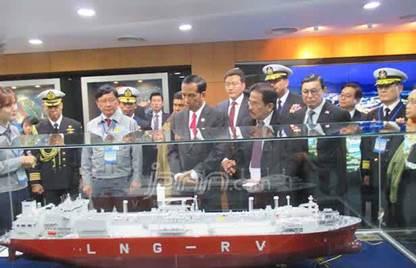 Gambar Presdien Jokowi memesan kapal selam tercanggih dari Korsel