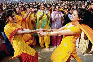 basant panchami essay in hindi Basant panchmi essay in hindi सरस्वती साधना पर्व: बसंत पंचमी भारत त्योहारो का.