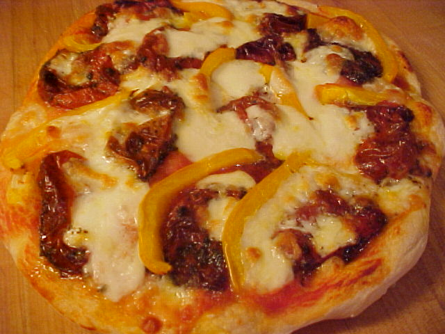 Pizza aux tomates confites, poivron et mozzarella Viviane