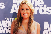Amanda Bynes Poses Photos Images Pictures