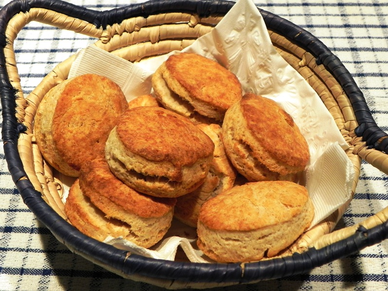 The Iowa Housewife: Whole Wheat Biscuits