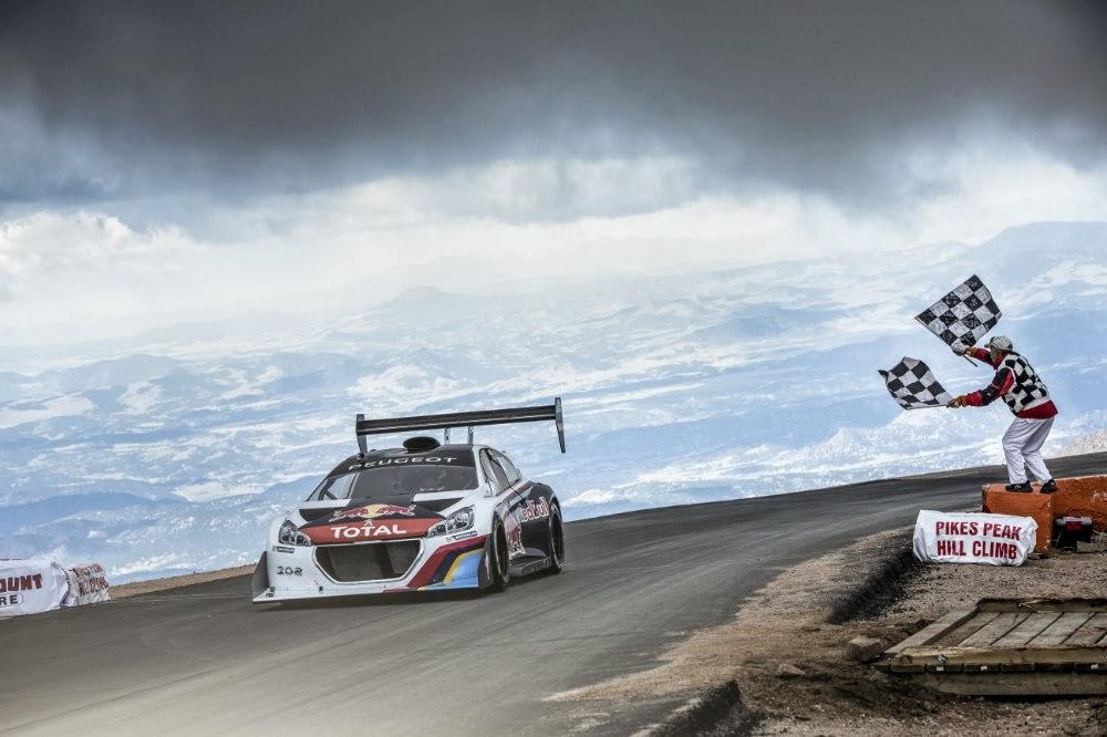 Loeb rast im Peugeot 208 T16 Pikes Peak in unter 9 Minuten den Pikes Peak hoch