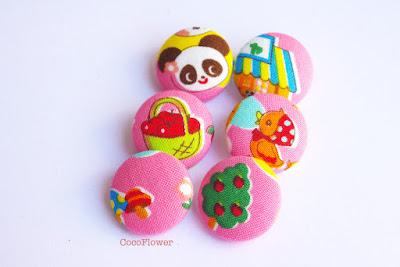 Bouton en tissu kawaii fait main par www.cocoflower.net