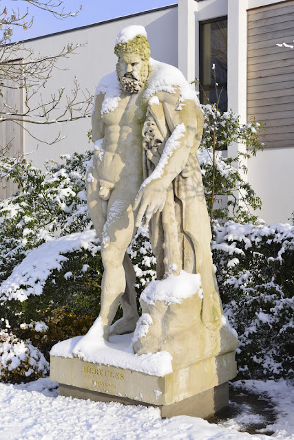 Statue of Hercules without fig leaf