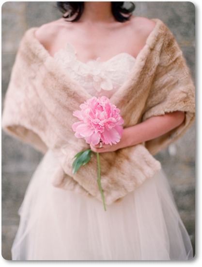 one peony wedding bouquet, en pion brudbukett