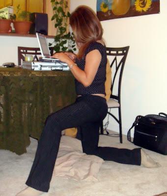 Rosangela Ferreira buscando wl internet del vecino