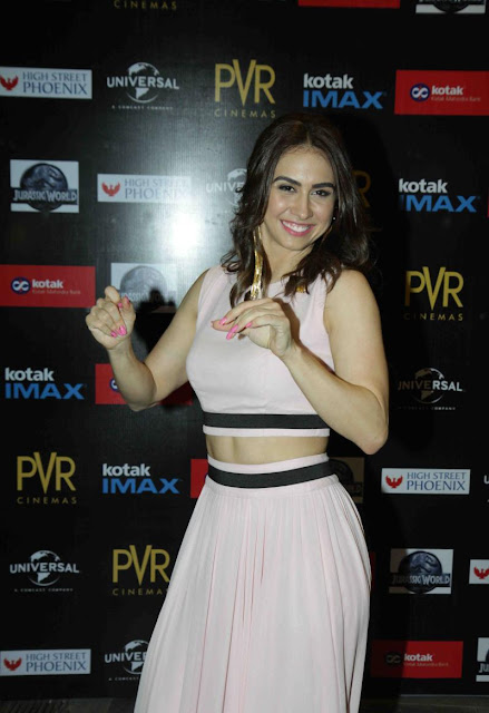 "Lauren Gottlieb Flashes Her Toned Sexy Midriff At ""Jurassic World"" Premiere At PVR Cinema"