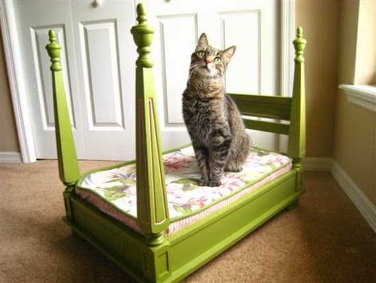 DIY cat bed from old table