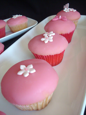 Pink Little Cake: Cupcakes, Spring Birthday Party and a Guest Blogger