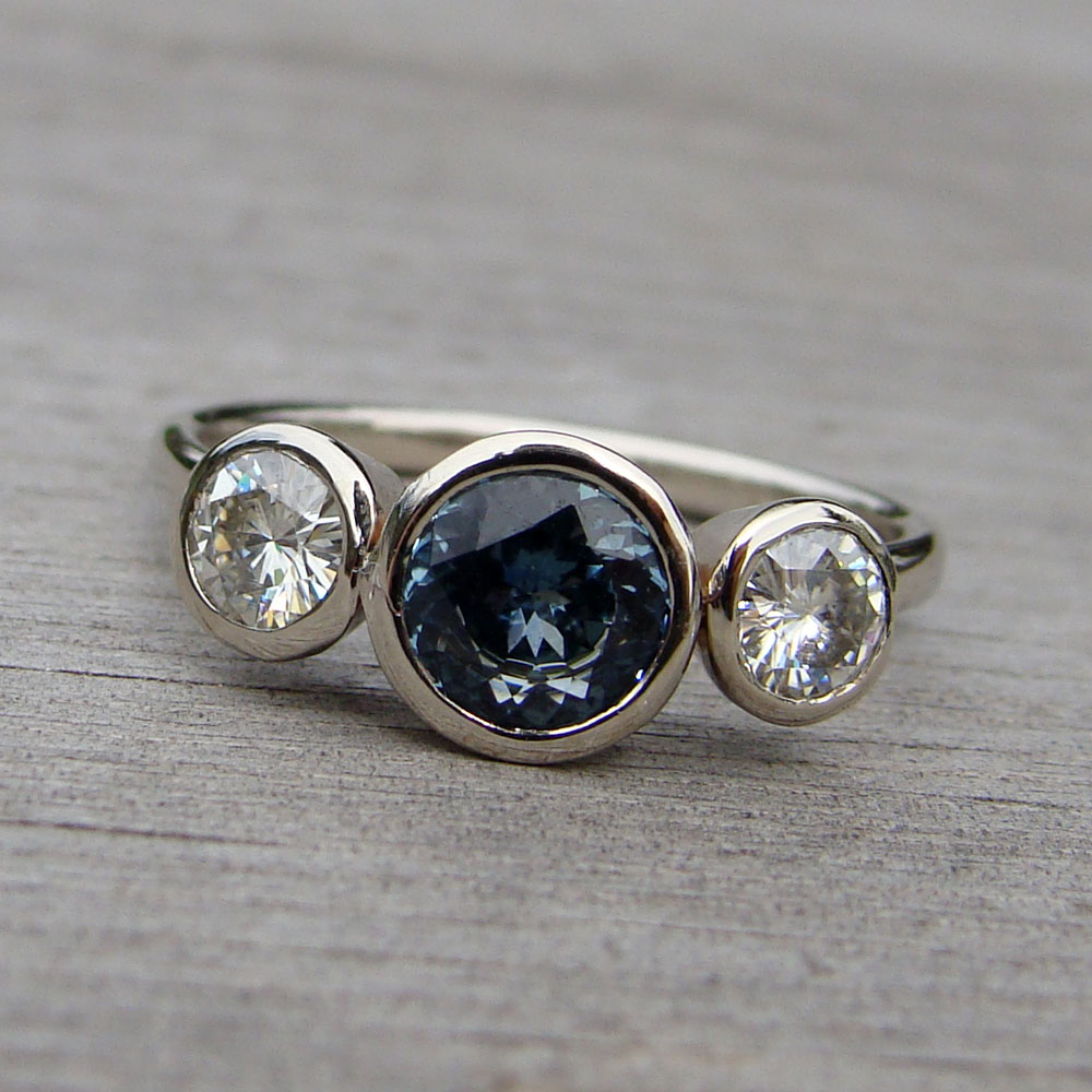blue pin sapphire estate size vintage gold gray ring star white