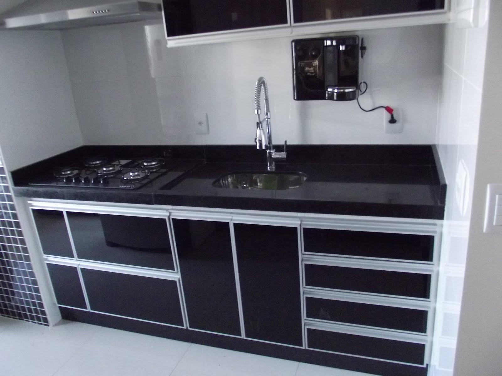 Bancada de fogão CookTop em Granito Preto São Gabriel #201E28 1600 1200