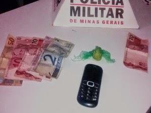Dois são flagrados negociando pasta base de cocaína em Dores do Indaiá