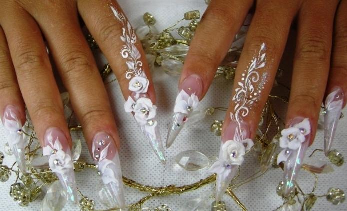 Дизайнер поможет подобрать вариант оформления ногтей из представленных в фотогалерее, либо разработают новый по индивидуальному эскизу