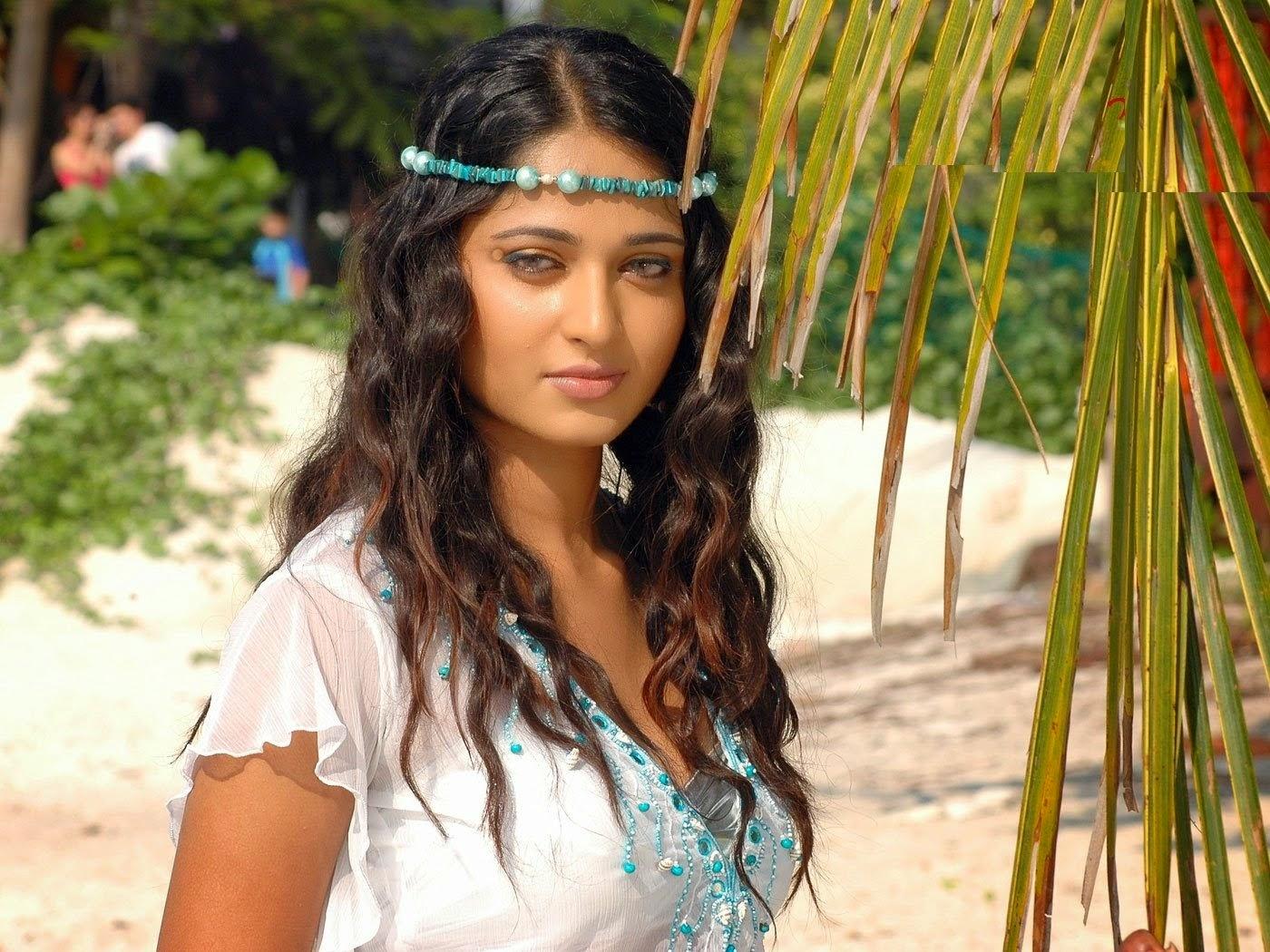 Anuska blue eye bollywood actress wallpaper