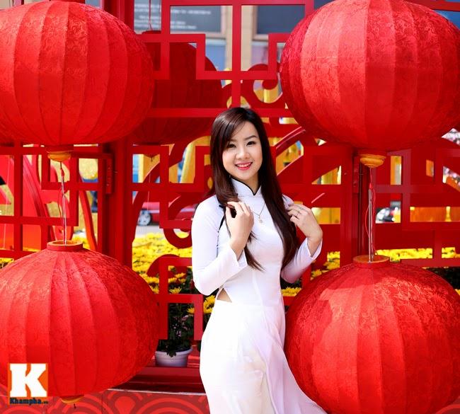 Hoa khôi Nữ sinh quyến rủ trong tà áo dài raw