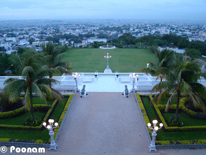 Falaknuma Palace:This is a not-to-be-missed not-a-regular-tourist destination in Hyderabad.The palace was built by Nawab Vikar-ul-Ulmara, the then Prime Minister of HydeThe palace is on top of a hill and adorns all luxury and royalty of the Nawab's. The hotel-turned-palace is now maintained by the taj Group of hotels Resorts. The Royal family had personally supervised the palace renovation and they come by to stay in the hotel every couple of years.baThe below picture is the entrance to the grand hoteTill last year one could go to Falaknuma Palace just for dining. As part of the entrance fees you would get a guided tour of the hotel, and would get to see the luxuries in which the then Nawab's livedA personal 'baggi' of course being one of the smaller perks of being a Nawab :)The Palace is in the shape of a Scorpion - the sun-sign of Nawab Vikar-ul-Umra, the Prime Minister of Hyderabad in 18Falak-numa literally means