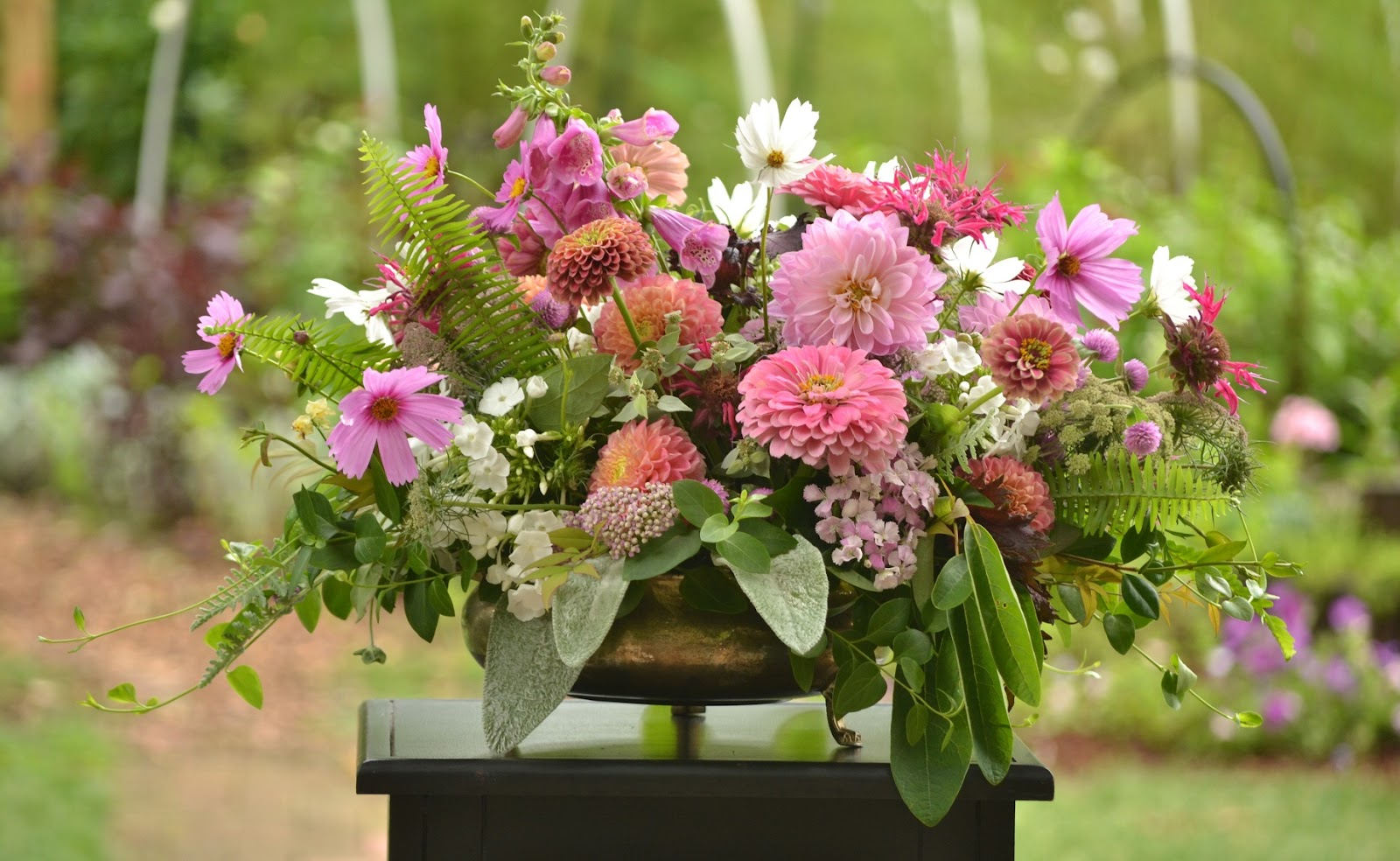 Wedding Flowers from Springwell: Dahlias for Stunning Centerpiece Designs