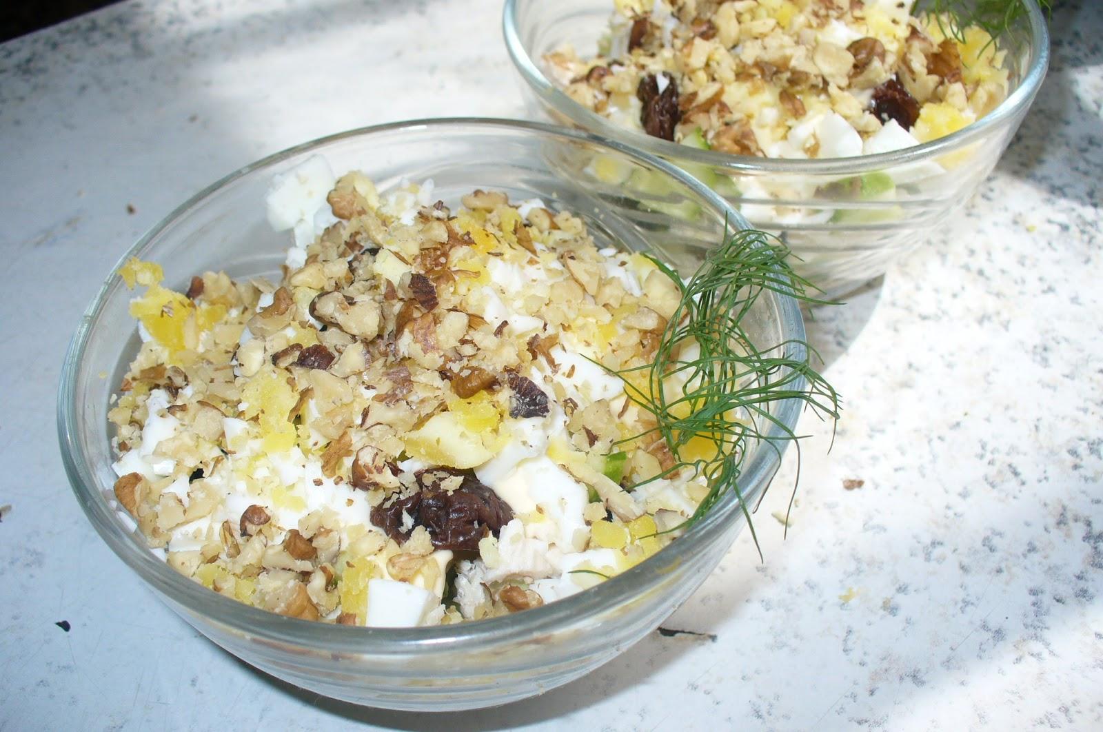 салат с черносливом орехами и курицей