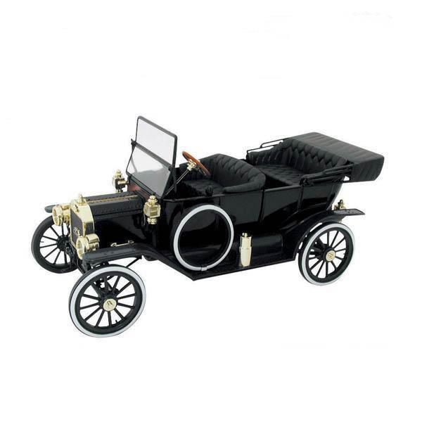 a car 1908 Ford Model T