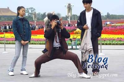 Telatah lucu orang Asia menangkap gambar
