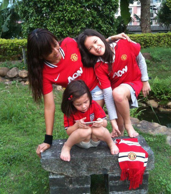 Family of Manchester United Girls