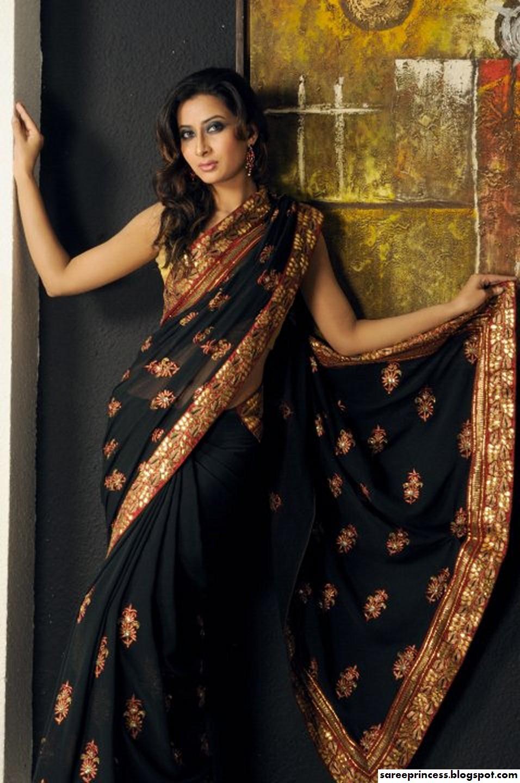 ls-ru imagesize:956x1440 @@ Models in saree