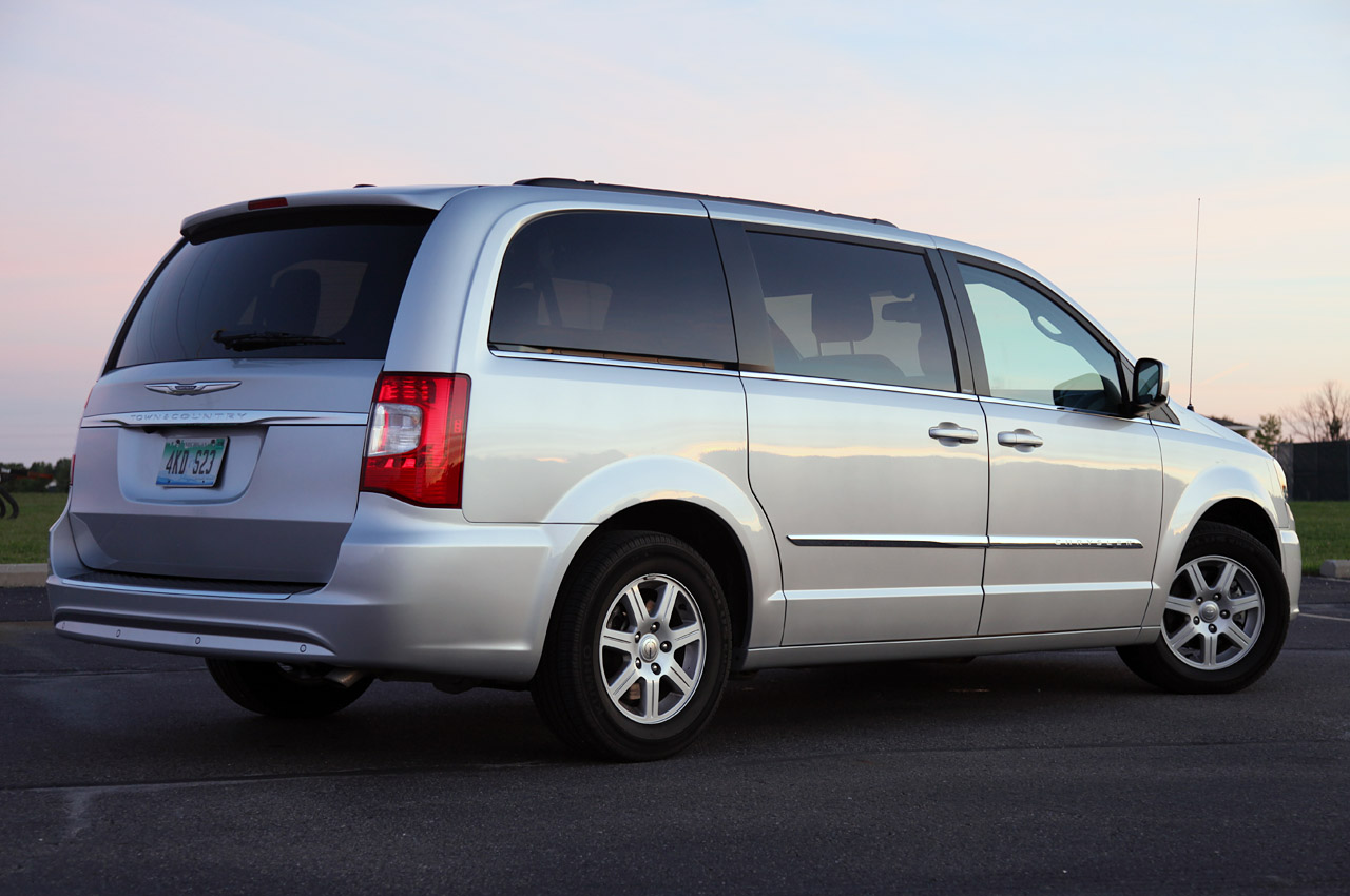 fotos e informa es de carros chrysler voyager. Black Bedroom Furniture Sets. Home Design Ideas