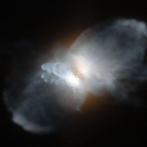 Hubble view of IRAS 09371+1212, the Frosty Leo Nebula