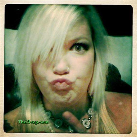 Kissing Face Girls Pics