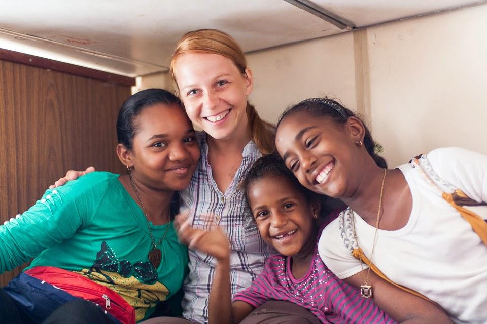 Adri és újdonsült szudáni barátnői