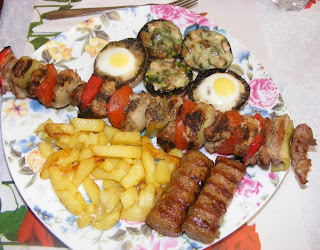 frigarui, frigarui din carne de porc la gratar, retete si preparate culinare cu carne de porc, retete de mancare, frigarui la gratar, frigarui de porc, retete cu porc, retete cu legume, retete pentru gratar,