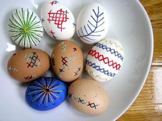 Ovos de Páscoa decorados ponto cruz