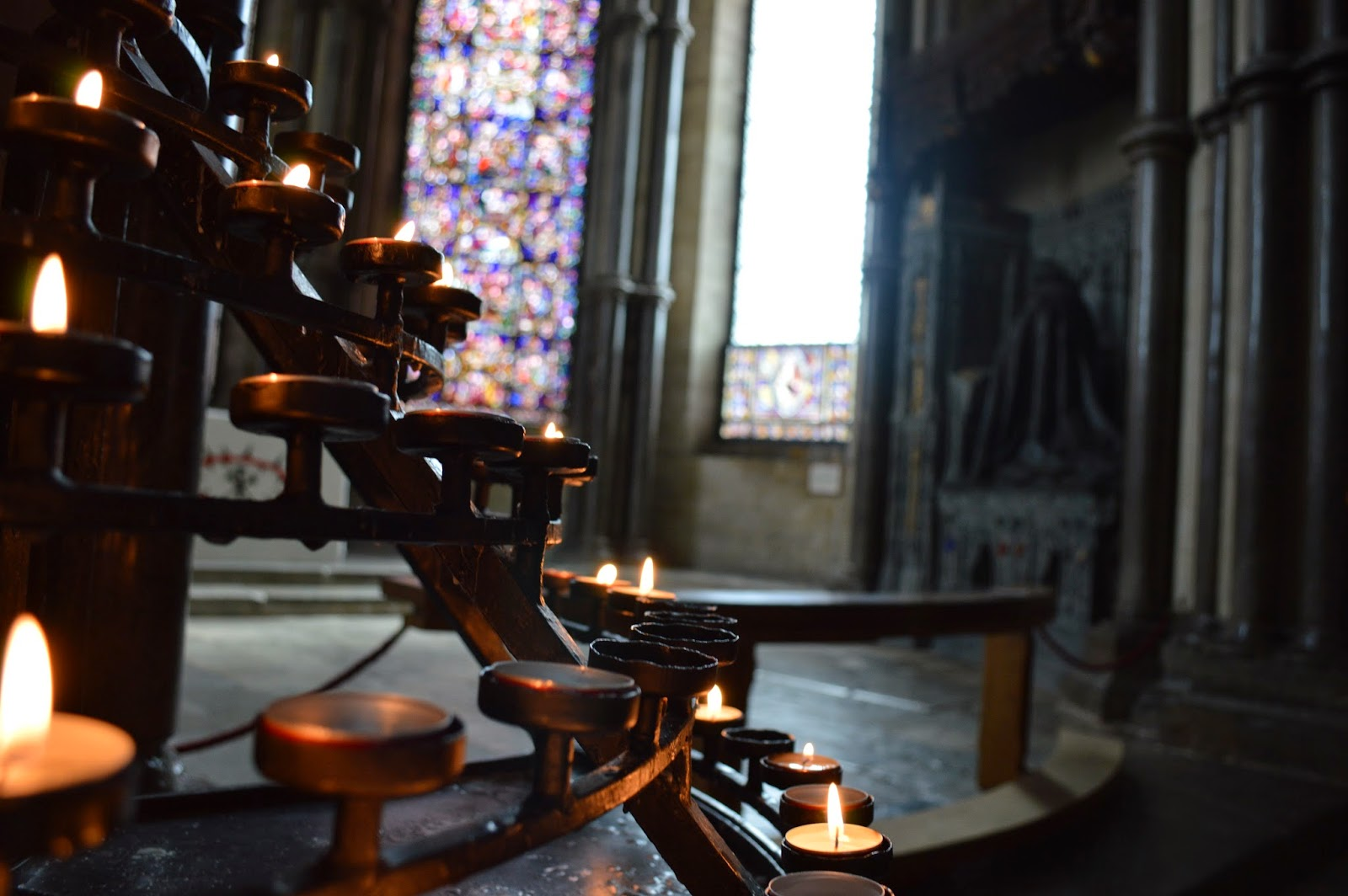 royal burial, Canterbury Cathedral, medieval, church, visit, Thomas Becket, inside, architecture, history, historical, old, large, impressive, Henry II, pilgrimage, arch, pillars, photo, photograph, day trip,  UK, England, candles, stained glass, prayer, light, burning,