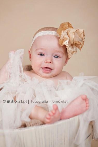sesje fotograficzne niemowląt, fotografia dziecięca, sesja zdjęciowa na roczek, profesjonalne zdjęcia rodzinne, milkart