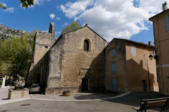 Fontaine de Vaulcuse : Notre Dame et Saint Véran